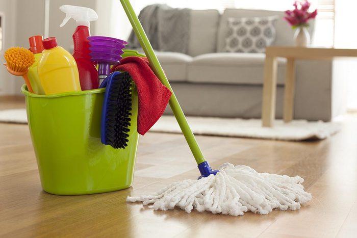 La laveuse peut servir à nettoyer vos têtes de serpillères.