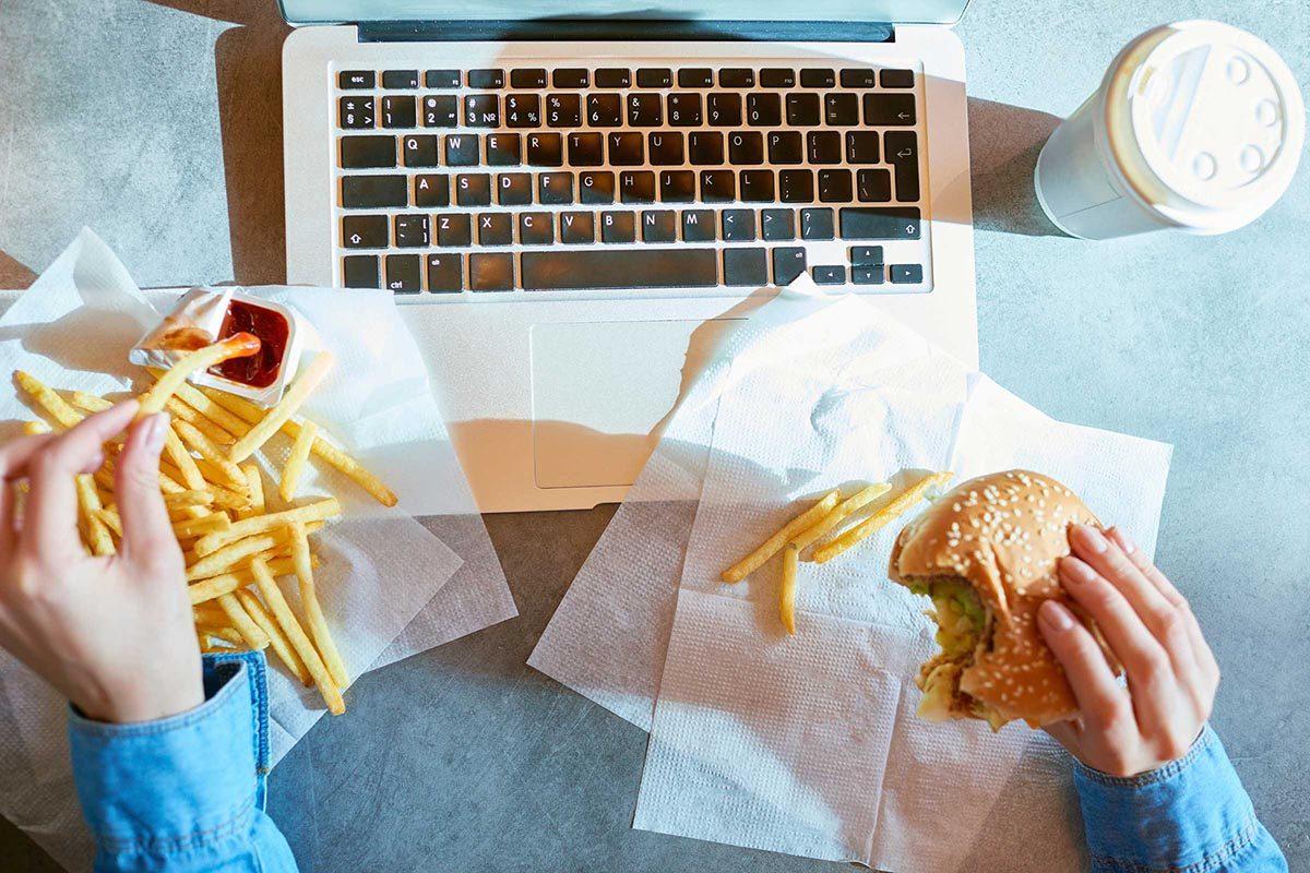 Pour maigrir, brisez l'habitude de manger de la restauration rapide.