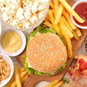 Malbouffe : si un aliment contient plus de 5 ingrédients, ne le mangez pas.