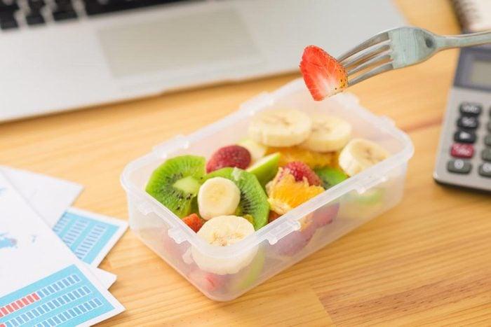 Malbouffe : mettez des aliments de 3 couleurs et de 3 textures différentes dans votre assiette.
