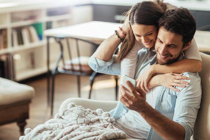 Dans un mariage heureux, le couple compte les points des bonnes choses seulement.