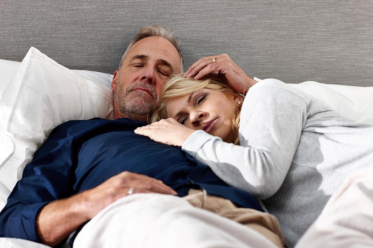 Dans un mariage heureux, le couple s'endort en même temps.