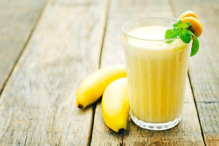 Truc maison si vous êtes malade : mangez des bananes si vous avez la nausée.