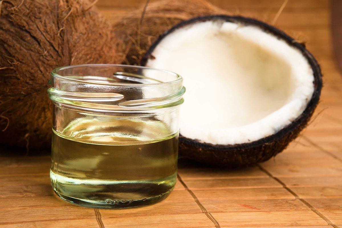L'huile de noix de coco est riche en gras saturés.