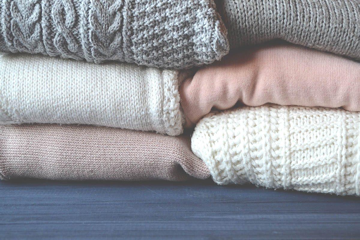 La peau sèche supporte mal les tissus irritants comme la laine et les fibres synthétiques.