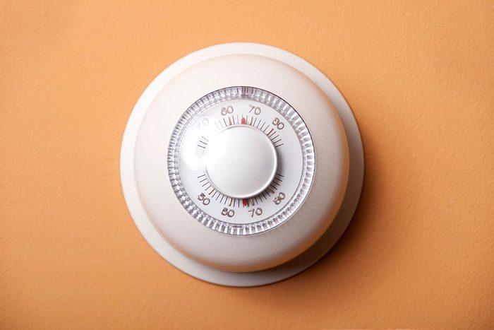Pour perdre du poids en dormant, baissez le thermostat.