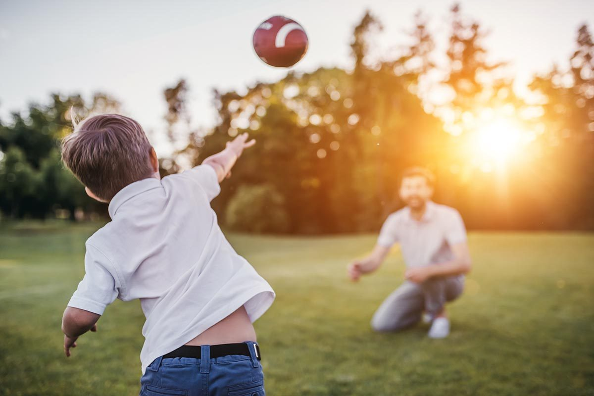 Pour perdre du poids, jouez au ballon au lieu de regarder un match.