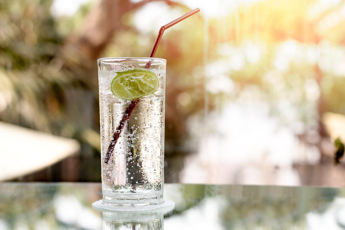 Pour perdre du poids, remplacez votre verre de vin par une eau pétillante.