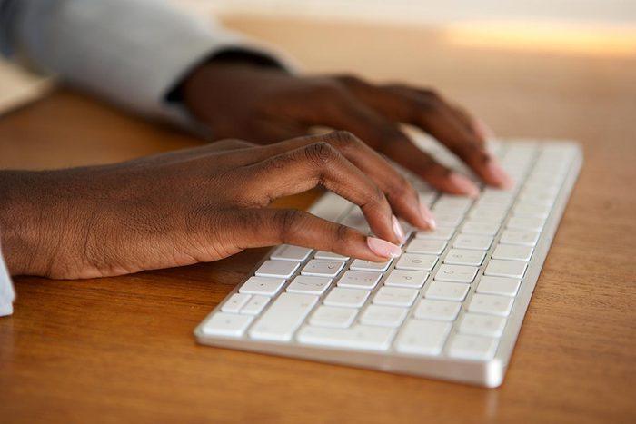 Objet plus sale que les toilettes : le clavier d'ordinateur.