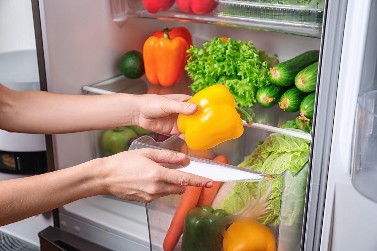 Objet plus sale que les toilettes : le tiroir du réfrigérateur.