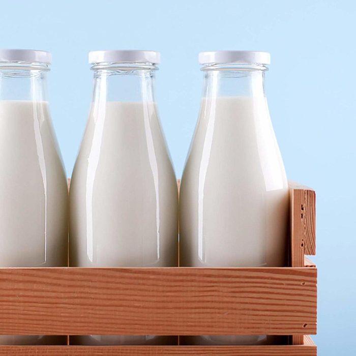 Des protéines peuvent être ajoutées à votre smoothie avec du lait.