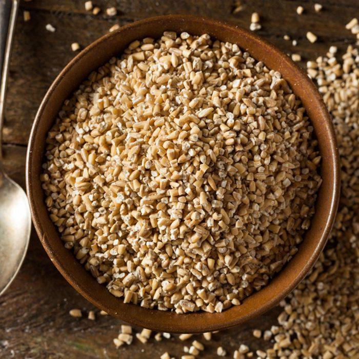 Des protéines végétales peuvent être ajoutées à votre smoothie avec de l'avoine crue.
