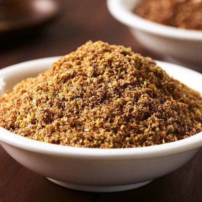 Des protéines végétales peuvent être ajoutées à votre smoothie avec des graines de lin.