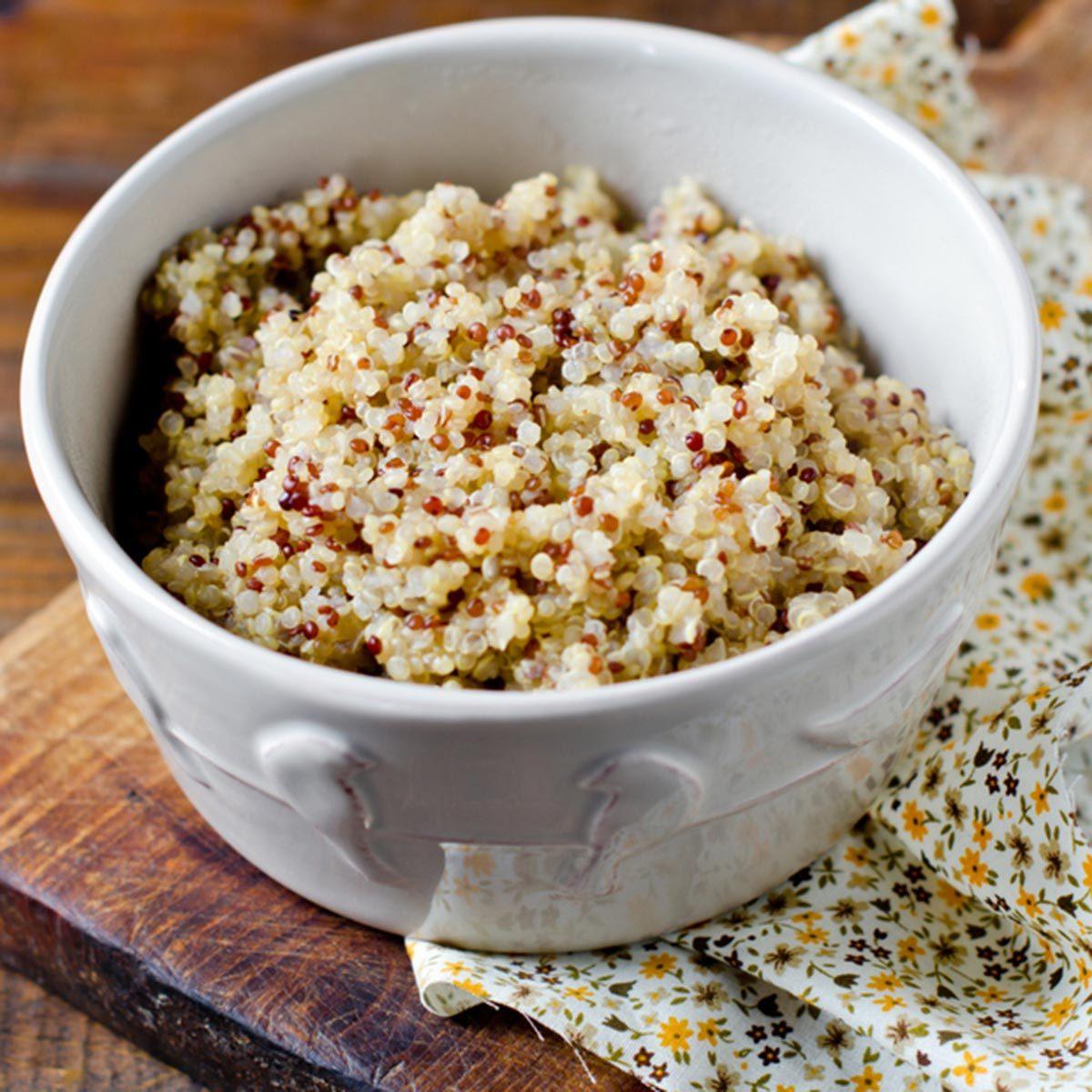 Des protéines végétales peuvent être ajoutées à votre smoothie avec du quinoa.