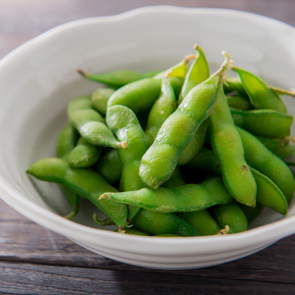 Des protéines végétales peuvent être ajoutées à votre smoothie avec de l'edamame ou du tofu.