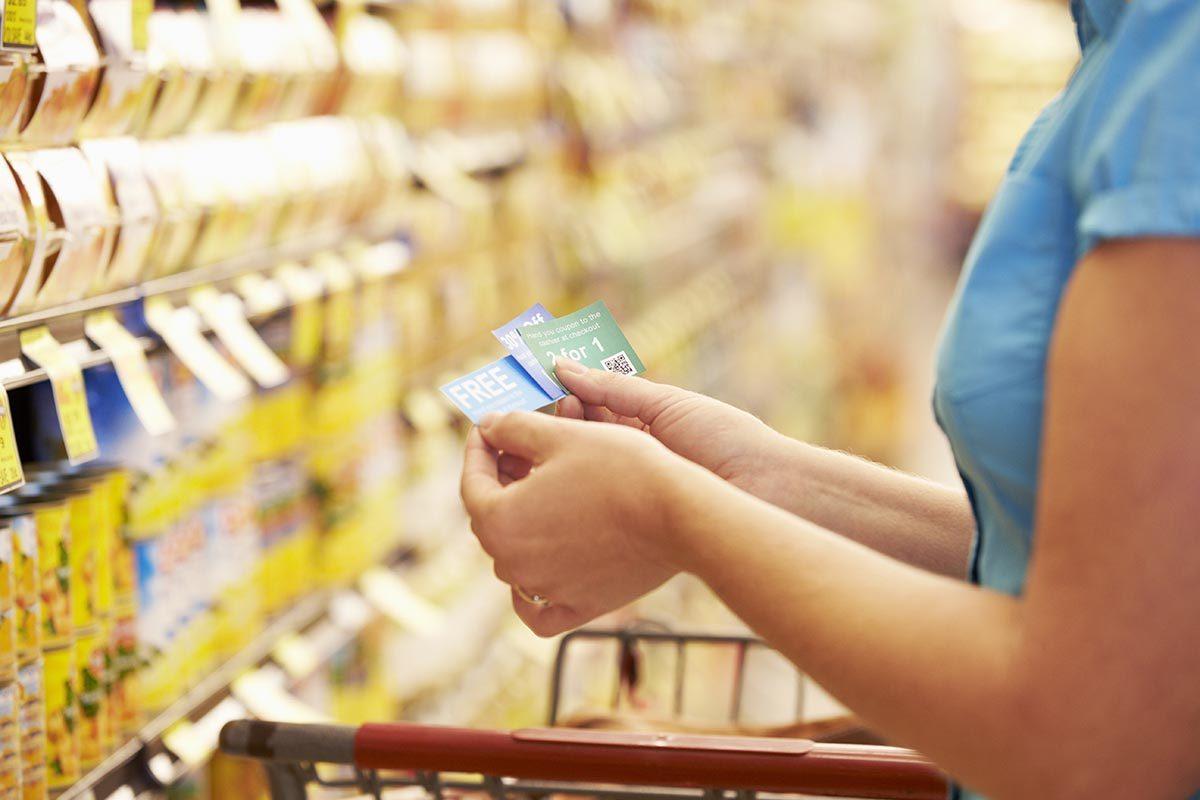Pour réduire les factures, cumulez les coupons-rabais.