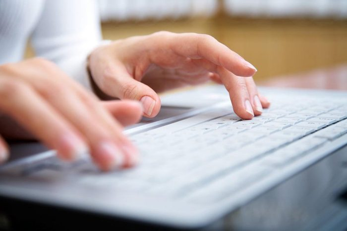 Pour réduire les factures, épargnez en ligne.