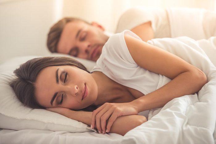 En cas de ronflement, changer de position pour dormir.