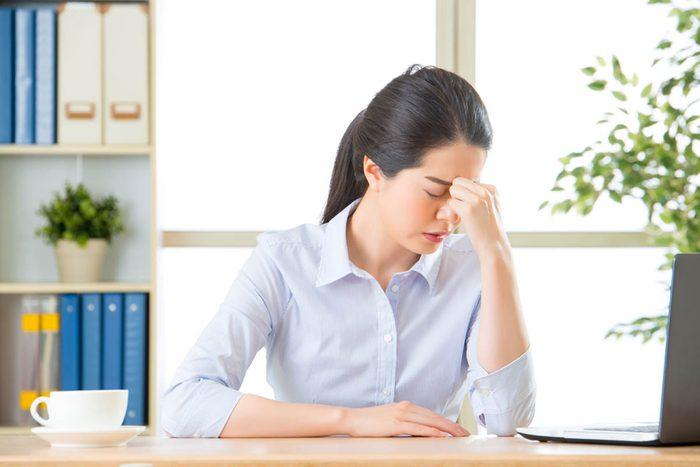 Signes de cancer méconnus : des maux de tête chroniques.
