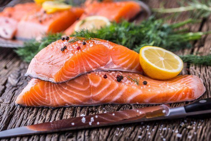 Superaliments pour avoir une belle peau : le saumon.