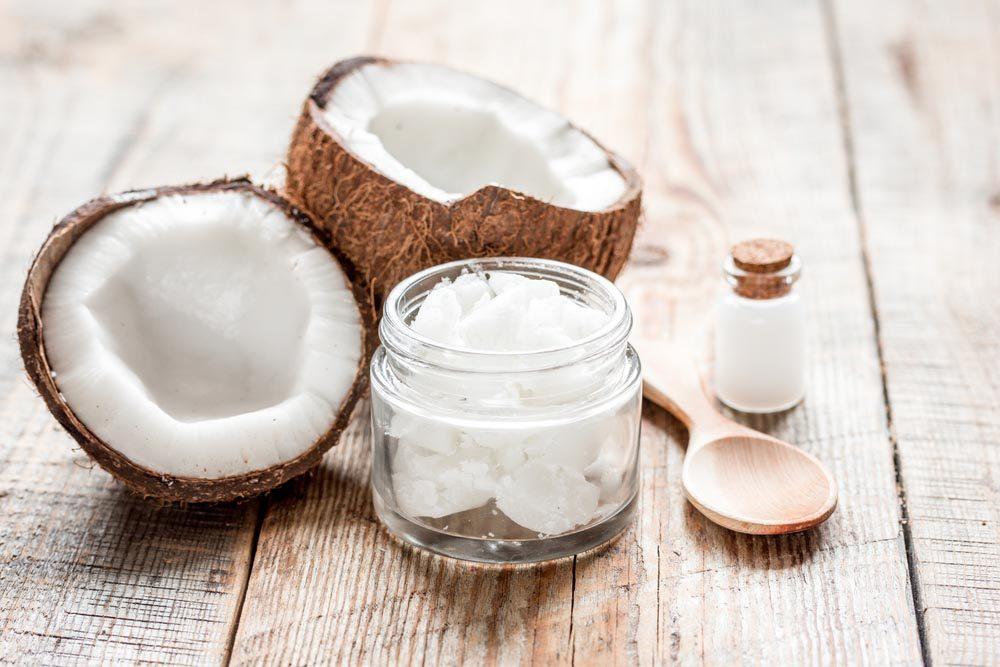 Superaliments pour avoir une belle peau : l'huile de coco.