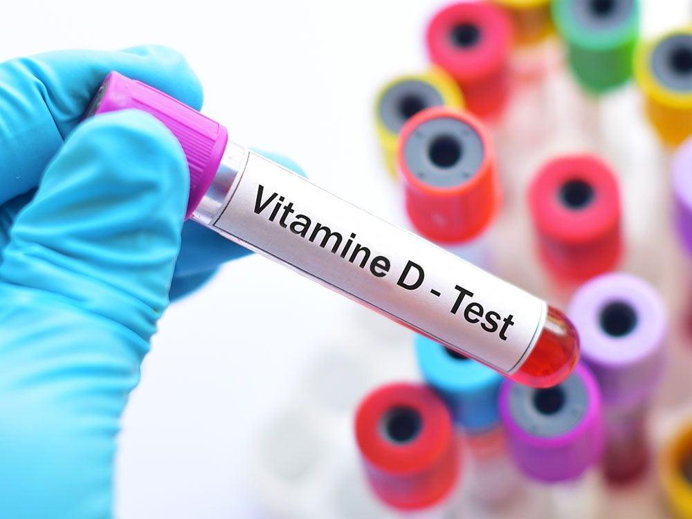 Seul un test de sang peut diagnostiquer une carence en vitamine D.