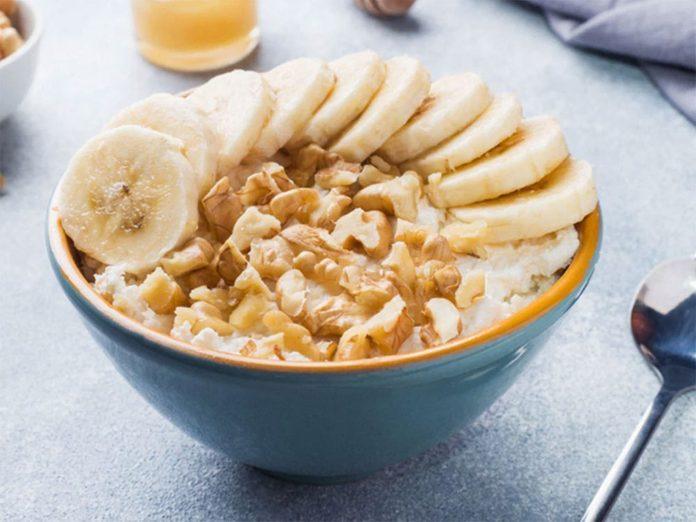 De la banane tranchée à ajouter au yogourt.