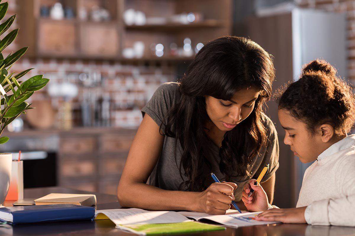 Pour aider vos enfants à faire leurs devoirs, aidez-les à comprendre leurs erreurs.