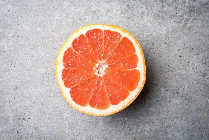 Aliment anti-cellulite : le pamplemousse.
