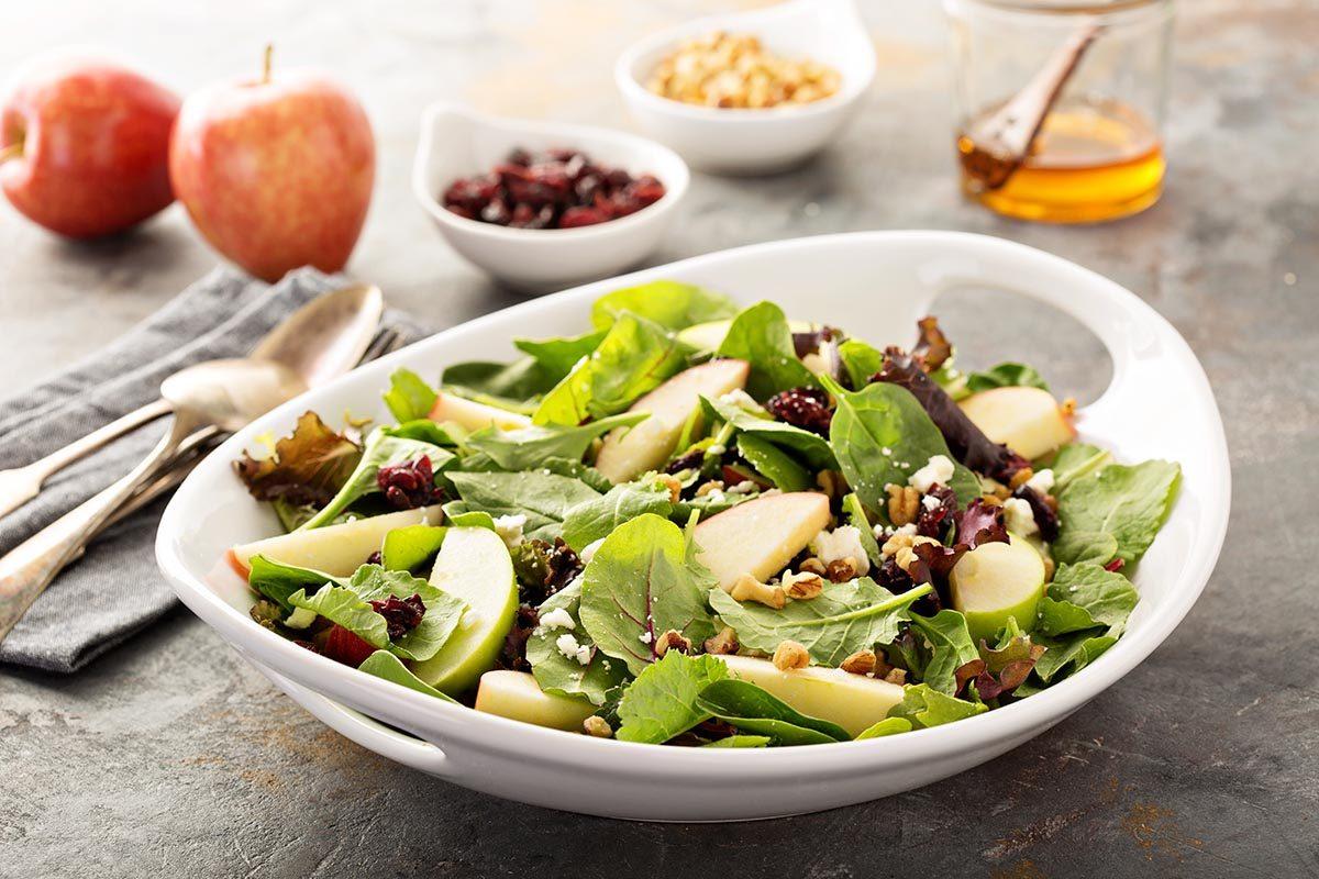 Recettes aphrodisiaques : salade d'endives, pommes et cresson aux amandes pour faire monter la température.