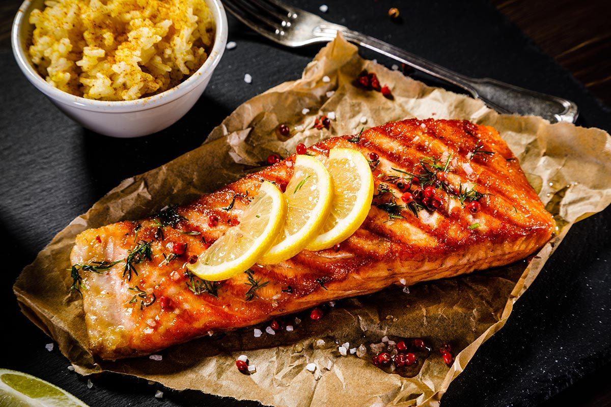 Recettes aphrodisiaques : saumon grillé au miel et gingembre.