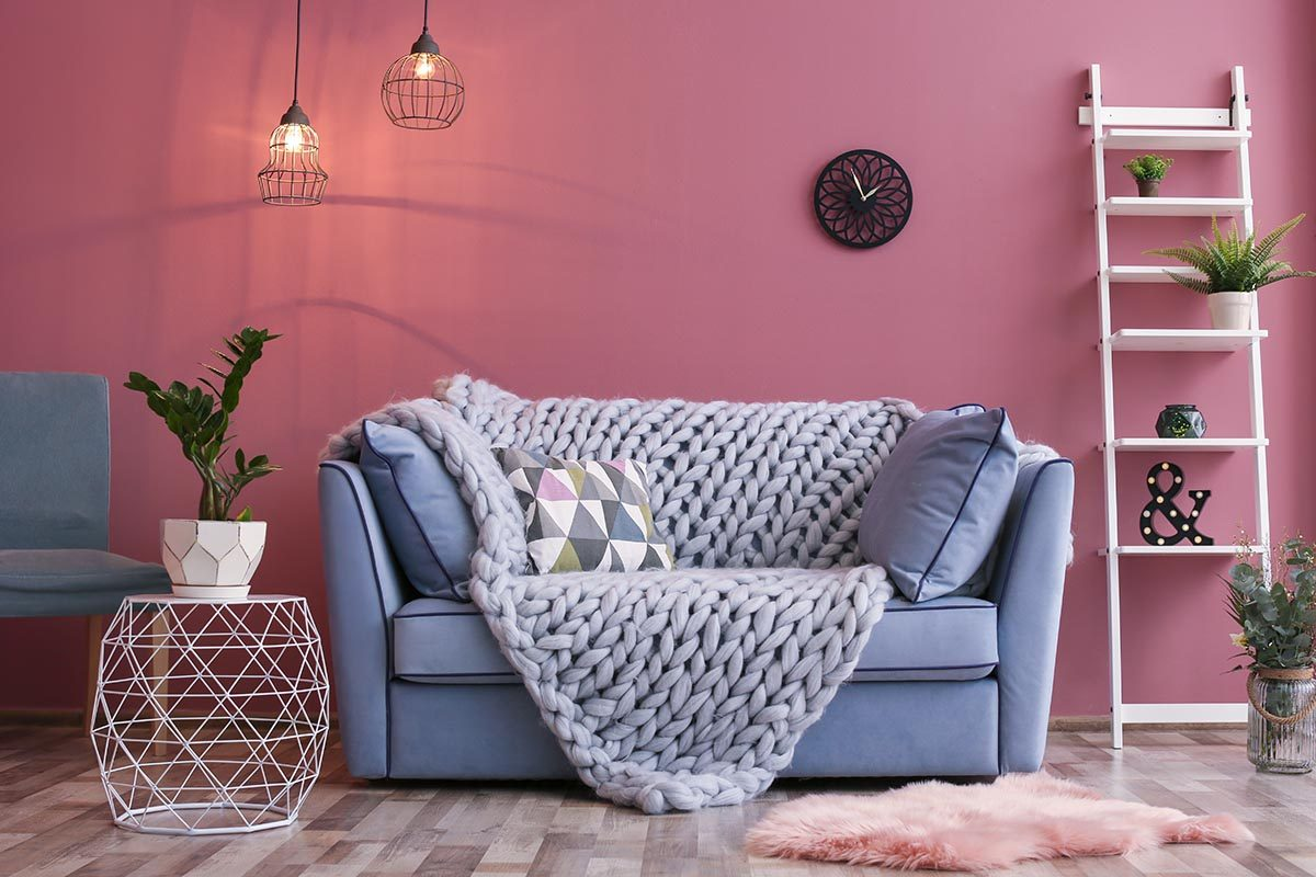 Pour une déco minimaliste, mettez de la couleur sur vos murs.