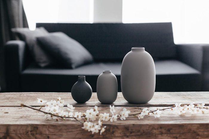 Pour une déco minimaliste, épurez les pièces de la maison.