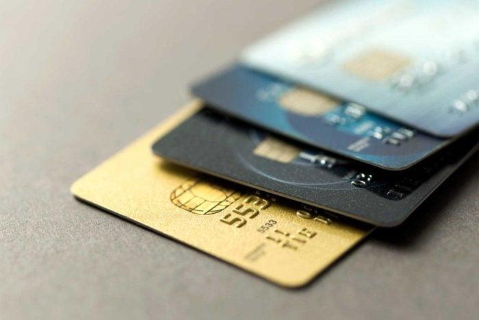 Évitez les dettes en résistant aux offres de carte de crédit préapprouvées.