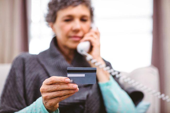Évitez que vos dettes n'augmentent avec les frais annuels.