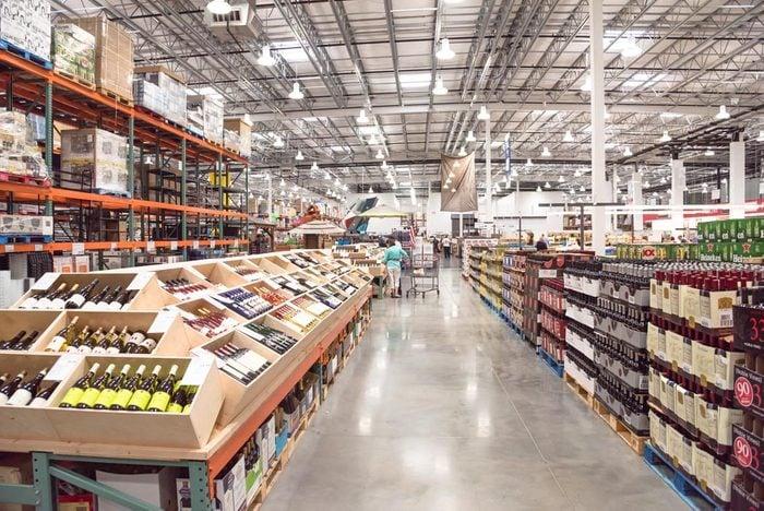 Pour économiser, faites vos courses dans des très grandes surfaces.