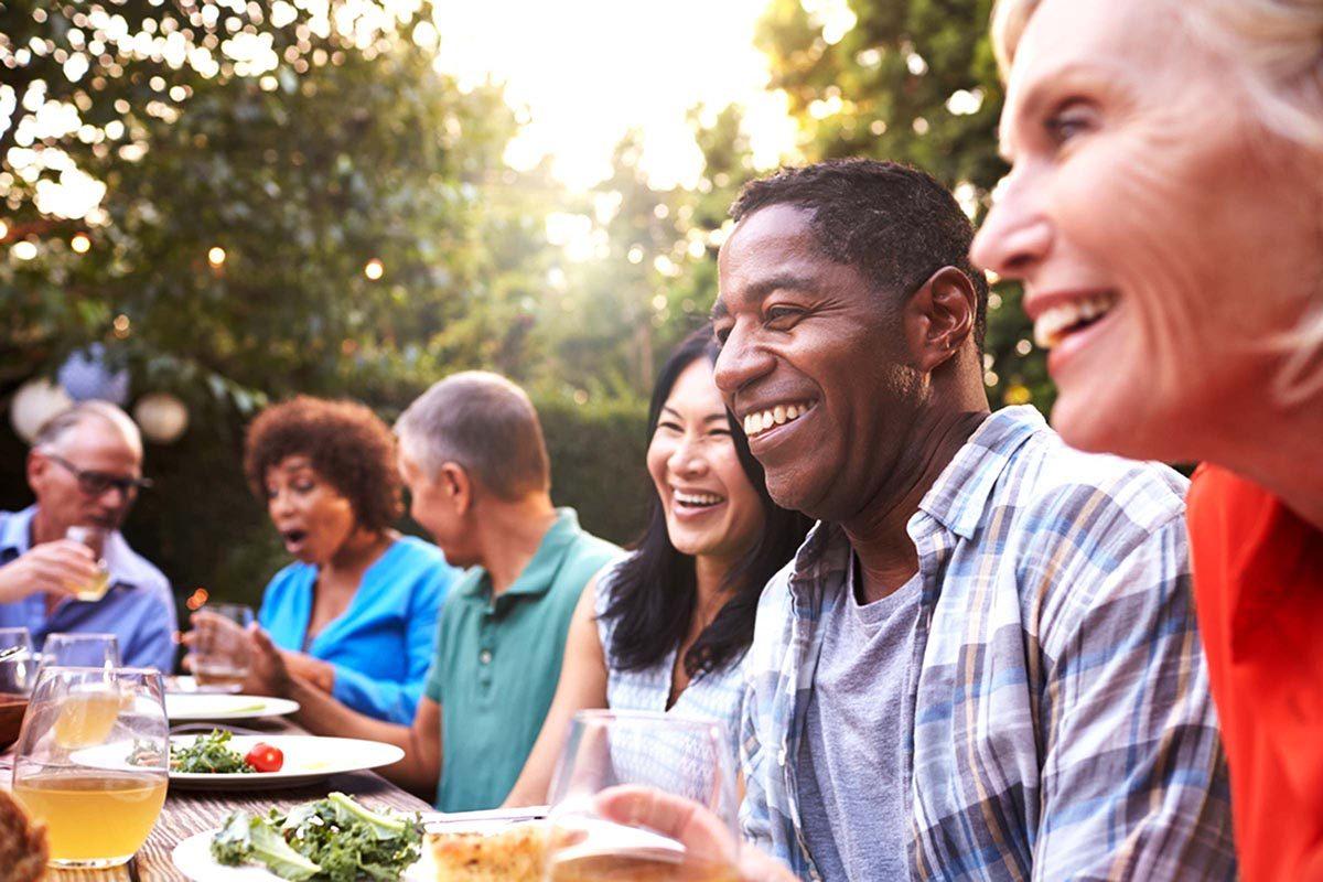 L'espérance de vie peut augmenter en passant du temps avec ses amis.