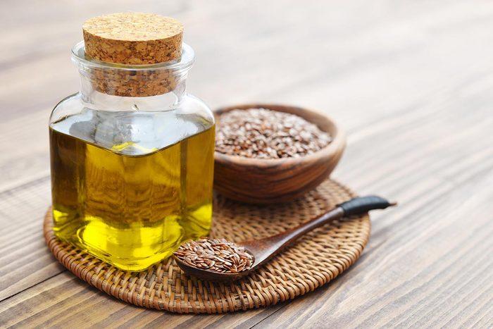 La graine de lin permet de produire une huile.