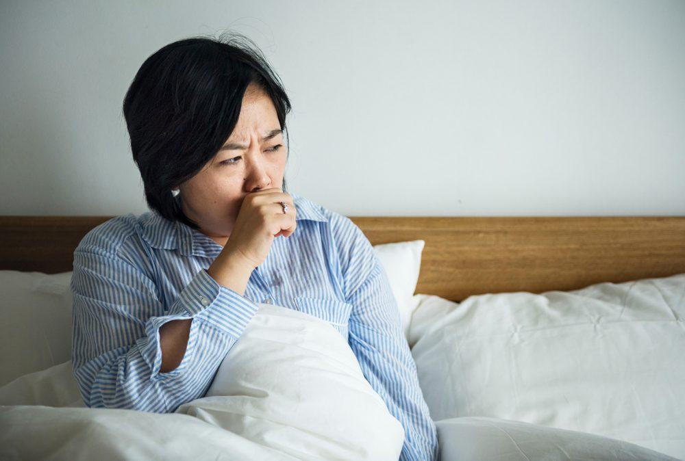 Une personne hypocondriaque panique au moindre symptôme.