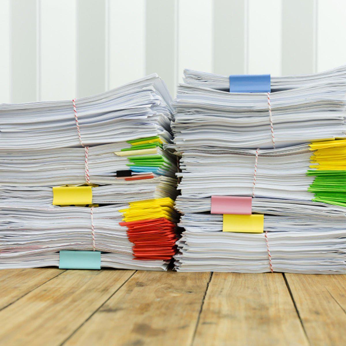 Marie Kondo conseille de se débarrasser de la paperasse.