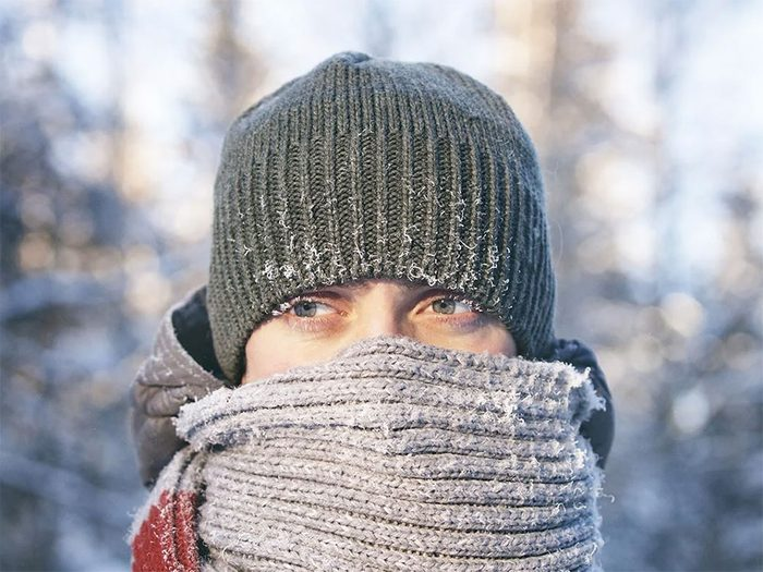 Quand on utilise l'expression «attacher sa tuque avec de la broche» pour parler de la météo en hiver.