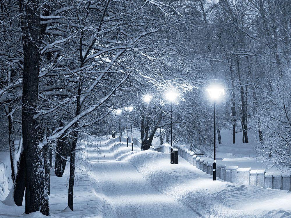 Quand on utilise l'expression «il fait frette!» pour parler de la météo en hiver.