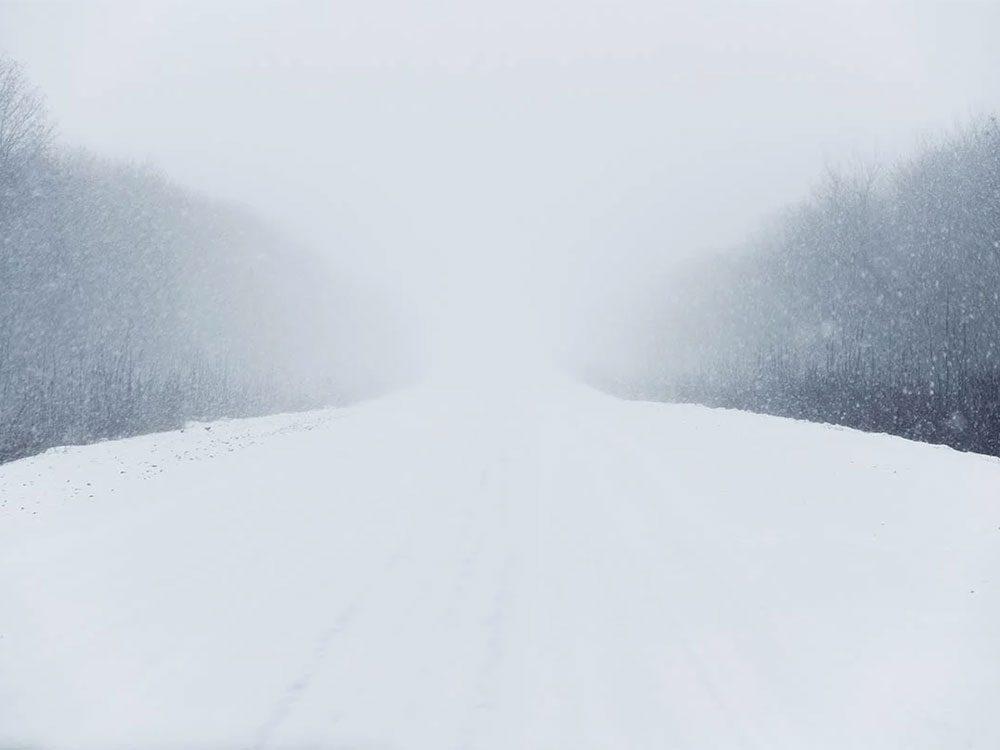 Quand on utilise l'expression «ne voir ni ciel ni terre» pour parler de la météo en hiver.