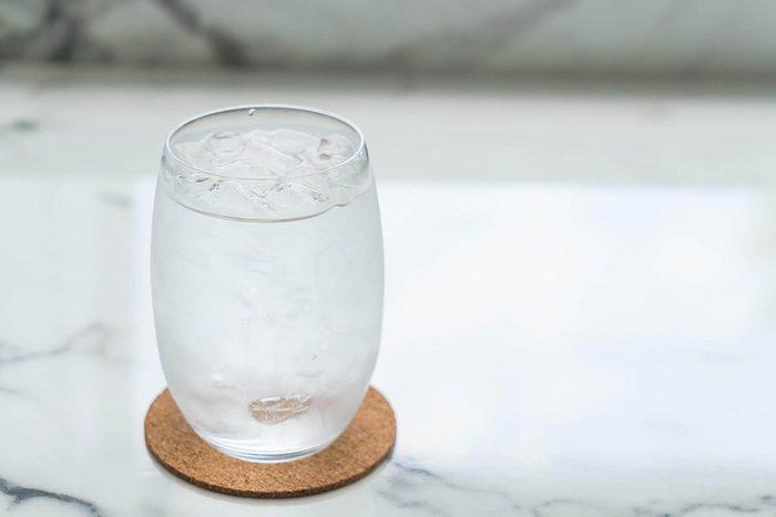 Pour mieux dormir, ne buvez pas trop d'eau avant de vous coucher.