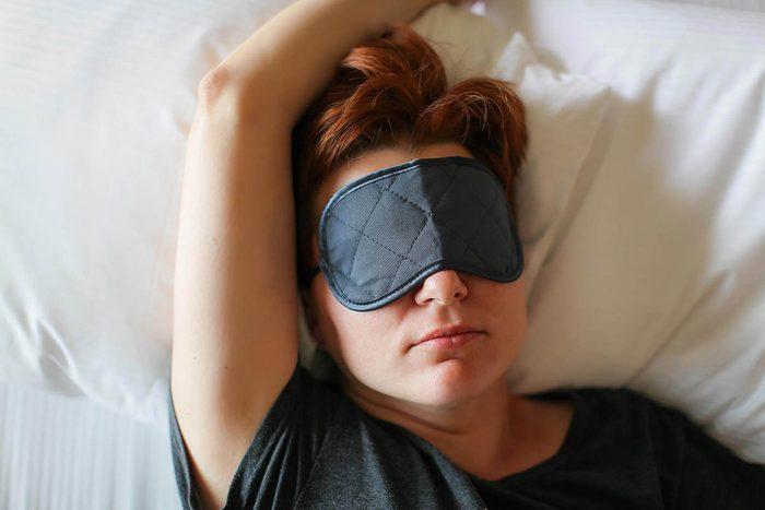 Pour mieux dormir, protégez votre chambre de la lumière.