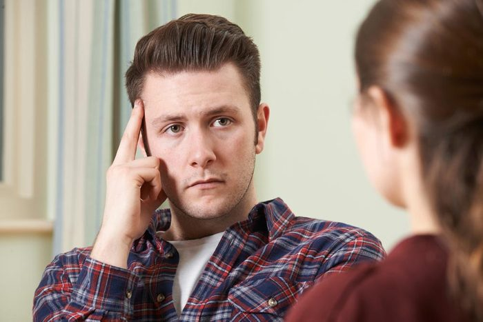Un narcissique conversationnel fait du remplissage.