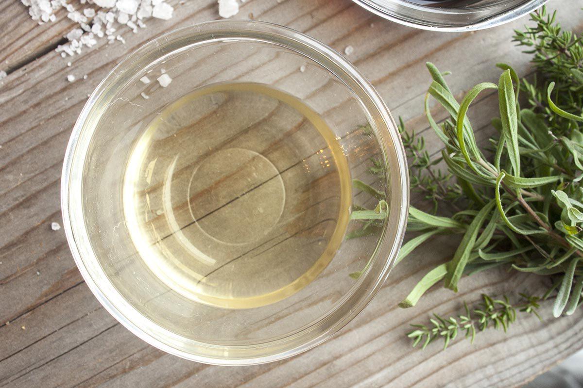 Astuce pour nettoyer : éliminez les odeurs avec du vinaigre.
