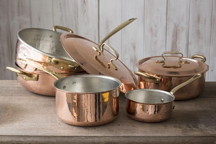 Vous pouvez nettoyer des casseroles avec de l'aluminium.