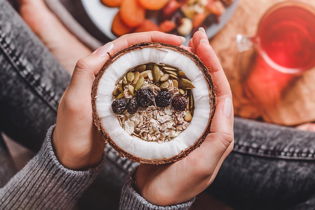 La noix de coco calme la faim.