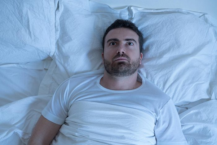 La paralysie du sommeil peut entrainer une crise de panique.
